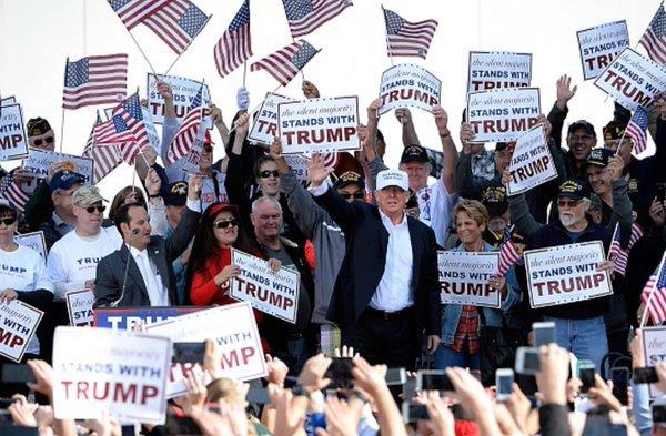 trump-rally-fans-outside